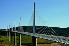 NKN_9325_GF (Phil-PhotosNomades) Tags: viaducdemillau viaduc aveyron occitanie midipyrénées valléedutarn pontàhaubans pont autoroutea75 a75 causserouge caussedularzac panorama eiffage massifcentral creissels france larzac