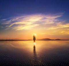 A D V E N T U R E   .    B E G I N (Räi) Tags: pattern seascape vietnam goldenhour magical walking vietnamese rai iphone6s reflection sunrise cangio bella