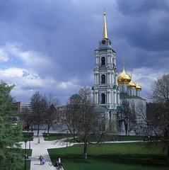 inside Tula Kremlin, Russia (Yuree M) Tags: russia tula kremlin rolleiflex 6008 xenotar 80 28 fujifilm velvia 50 6x6 120 medium format e6 reversal slide spring campanile church green grass dome epson v700