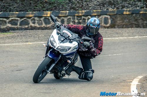 2015-Yamaha-Fazer-V2-9
