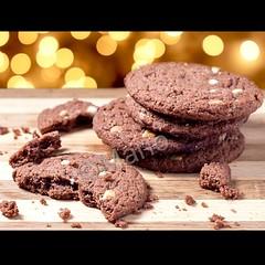 Double  chocochip cookies (Mario Durando) Tags: cookies foodphotography productphotography homemadecookies chocochip