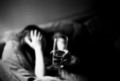 Glass (Khunya Lamat Pan) Tags: rangefinder leica m6 ttl ilford hp5 800iso voigtlander nokton 50mm f15 film 35mm depthoffield blackandwhite monochrome bokeh glass beer rodinal selfdeveloped vignette