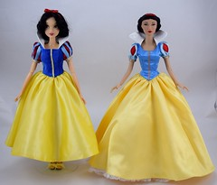 Singing Snow White Doll (2012) in Tonner Dress vs Madame Alexander Snow White 16 Inch LE 300 Fashion Doll (2008) - Full Front View (drj1828) Tags: disneystore disney snowwhiteandthesevendwarfs snowwhite doll limitededition us madamealexander posable 16inch 2008 alexcollection fashion deboxed le300 standing singing 2012 tonner