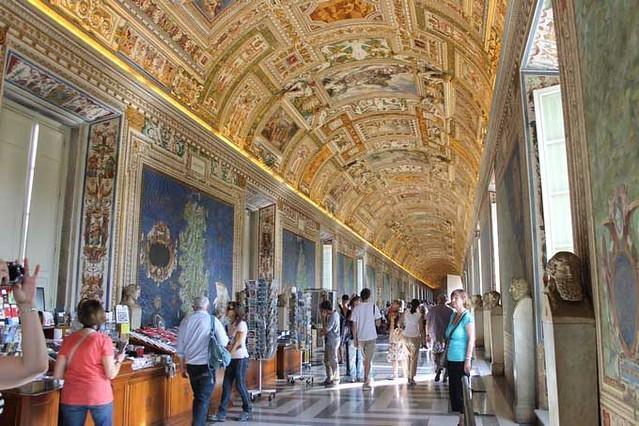 バチカン博物館とサン・ピエトロ寺院午前観光