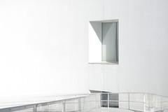 Salto al vacío (Micheo) Tags: granada spain museodelamemoriadeandalucía arquitectura architecture blanco geometría minimalismo albertocampobaeza