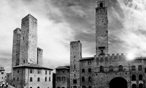 "Torres legendarias / Faros, minaretes, campanarios, rascacielos • <a style=""font-size:0.8em;"" href=""http://www.flickr.com/photos/30735181@N00/32493404136/"" target=""_blank"">View on Flickr</a>"