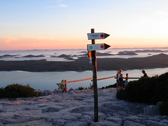 Croatia, Kamenjak view point (ow54) Tags: wegweiser croatia kroatien inseln meer sunset sonnenuntergang