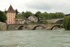 Untertorbrücke und Untertorturm ( genannt Felsenburg - ehemaliger Torturm aus dem 13. Jahrhundert ( um 1260 => Turm - Tower ) am rechten Ufer der Aare ( Fluss - River ) in der Altstadt - Stadt Bern im Kanton Bern der Schweiz (chrchr_75) Tags: chriguhurnibluemailch christoph hurni schweiz suisse switzerland svizzera suissa swiss chrchr chrchr75 chrigu chriguhurni juni 2015 hurni150612 kantonbern albumzzz201506juni juni2015 albumaare aare fluss river aar arole bern berne berna bärn bundesstadt zähringerstadt unesco welterbe stadt city ville altstadt hauptstadt schweizer albumstadtbern meinbern stadtbern シティ by 城市 città город stad ciudad sveitsi sviss スイス zwitserland sveits szwajcaria suíça suiza albumaarebernschwellenmätteliwehrfelsenau