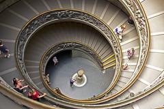 Spiral Staircase (Amrico Aperta) Tags: museum europa europe stair raw museu escada spiralstaircase vaticancity vaticanmuseums cidadedovaticano escadaemcaracol museusdovaticano panasonicdmcgf1 amricoaperta p1110251