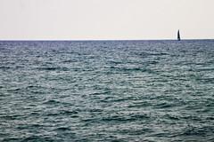 Vela y azul (KARNATION) Tags: mer mar mediterraneo velero karnation
