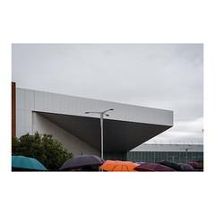 _JLB6128 (joseluisbezos) Tags: palaciodecongresos paraguas lluvia