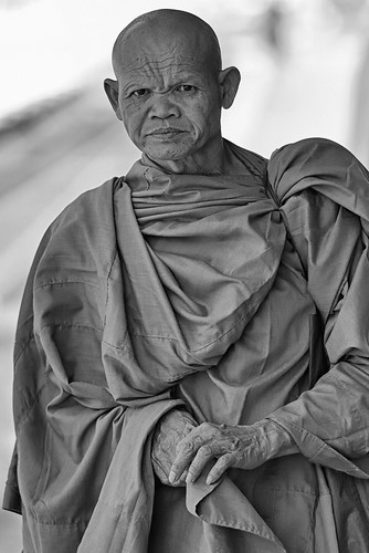 Monks at Hua Hin station-2