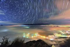 九份二山~雲海琉璃●星軌~   Startrails above Colored glass light Clouds (Shang-fu Dai) Tags: 台灣 taiwan 南投 國姓 九份二山 clouds nikon d800 sky 雲海 琉璃光 coloredglasslight liulilazurite landscape formosa nightscene nantou 星軌 startrails