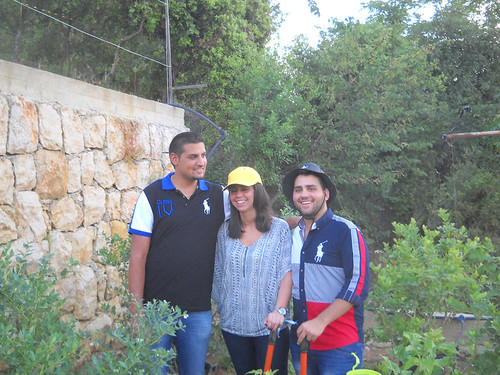 Tamim with Lameese & Rawad visit blueberry farm a May 28, 2014