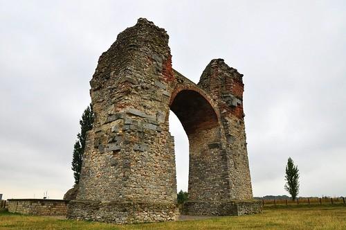 Heidentor Carnuntum - roman triumphal arch