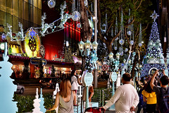Orchard Central (chooyutshing) Tags: decorations lightedup attractions walkway orchardcentral orchardroad christmasfestival2016 singapore