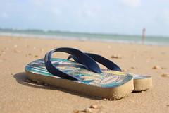 Paracuru - Ceará - Brasil - Brazil - Fortaleza (viniciussidou) Tags: paraíso praia solar mar havaianas sol paracuru ceará brasil brazil canon t5i