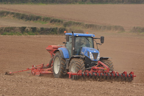 New Holland T7.270 Tractor with a HEVA Front Roller 400 Front Press, a Kuhn HR4003 Power Harrrow & a Kuhn Combiliner Venta LC402 Seed Drill