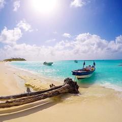 Há 2 anos visitava a ilha de Cayo Bolívar... paraíso inabitado que fica a 45 minutos de speedboat de San Andres na Colômbia! 🚤🌴☀️ (jpcamolez) Tags: há 2 anos visitava ilha de cayo bolívar paraíso inabitado que fica 45 minutos speedboat san andres na colômbia 🚤🌴☀️