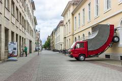 Der Truck an der Wand (2) (Heiko S.) Tags: truck mercedes kunst karlsruhe marktplatz zkm lkw erwinwurm ka300