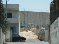 Walls that devides West Bank and Israel!