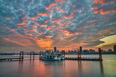 Fire Sky (yiming1218) Tags: taipei dadaocheng sunset evening glow wharf landscape cityscape 台北 大稻埕 火燒雲 夕陽 sel2470gm fe sony 2470mm f28 gm gmaster