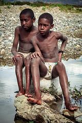 Freinds (pedro katz) Tags: ecuador chota river stones kids niño gente