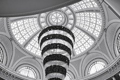 Curves, Arcs, and Circles (勇 YoungAdventure) Tags: san francisco サンフランシスコ 샌프란 시스코 舊金山 architecture westfield centre christmas tree rotunda 7dwf mt emporium dome