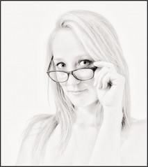 Portrait blanc - White portrait (PM Gaury) Tags: femme modèle studio nikond90 nikon d90 nb noirblanc highkey portrait bw blackandwhite noiretblanc blanc regard lunettes glasses look