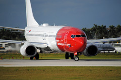 Norwegian Tylenol 738 @ KFLL (Infinity & Beyond Photography: Kev Cook) Tags: norwegian airlines air shuttle boeing 737 b737 7377800 kfll fll fort lauderdale airport tylenol