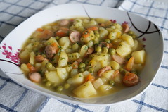 DSC03850 (Kirayuzu) Tags: gemüseeintopf eintopf gemüse kartoffel erbsen frankfurter würstchen karotten suppengemüse suppengrün stew potatoes peas carrots selbstgemachtesessen selbstgemacht essen gericht food