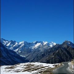 Himachal (SudhirKReddy) Tags: hike himachal manali rohtangpass landscape mountains bluesky snow winters himalays nature travel trekking hills indiapicsindiatravelpics hiking canon canoneos