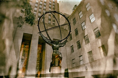 The Weight of the World (SunnyDazzled) Tags: sculpture newyork history look bronze effects manhattan retro atlas fifthavenue 30rock oldfashioned 1937 leelawrie paulchambellan