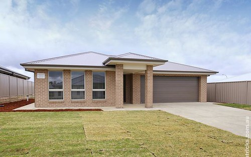 25 Darcy Drive, Boorooma NSW 2650