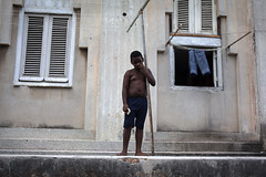 The lonely boy. (Mill(s) & NAJE) Tags: cuba la havana habana vedado street photography lonely boy attitude position lobjectif mills naje gefelko robinhood picture canon canon5d mark2 40mm travel rencontre meet people child children enfant composition island neighborough