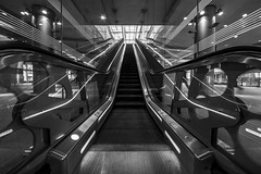 glassy way up (Blende1.8) Tags: antwerpen antwerp glassy gläsern glass glas escalator rolltreppe symmetrie symmetry architecture architektur modern urabn contemporary sigma 1224mm nikon d600