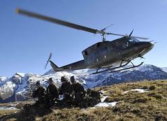 Abgesetzt (Bundesheer.Fotos) Tags: army soldiers soldaten austrian hubschrauber helikopter ab212 bundesheer gebirgsjger hochgebirge