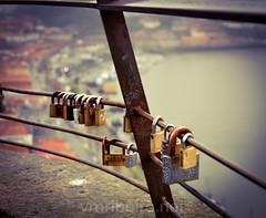 Cadeados... (vmribeiro.net) Tags: cadeados aloquetes amor view vista serra pilar vila nova gaia porto portugal nikon d7000