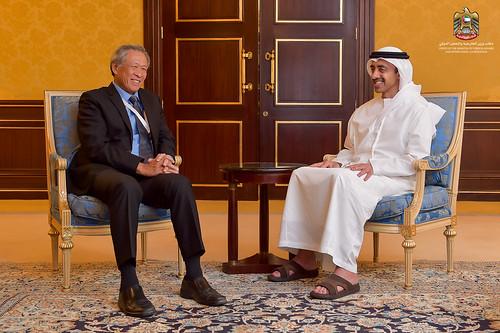عبدالله بن زايد يلتقي وزير الدفاع السنغافوري