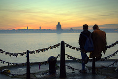 Candid scene by the Mersey (Tony Worrall) Tags: northwest england northern uk update place location north visit area county attraction open stream tour country welovethenorth unitedkingdom liverpool scenic scene scenery chain padlocks river merseyside mersey sky serene couple candid people sunset beauty