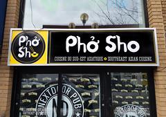 Phở Sho (Exile on Ontario St) Tags: phosho restaurant vietnamese vietnamien cuisine food resto business montreal ndg closed fermé sign enseigne signe affiche pancarte logo soupe soup pho sho notredamedegrâce montréal notre dame de grâce grace sudest asiatique asian sud est notredamedegrace jeudemots jeuxdemots calembour calembours bad puns pun sherbrooke street chopsticks noodle noodles