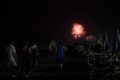 Fuochi di artificio visti dalla spiaggia (Ylbert Durishti) Tags: spiaggia bellaria