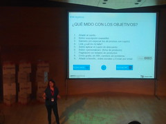 Natalia Sampériz explicando qué medir con los objetivos de un negocio (torresburrielestudio) Tags: analítica analytics ponencia analíticaweb ponenciasecommerce objetivosnegocio análisisdatos