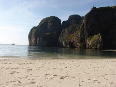 Phi Phi Islands 492 (mart.panzer) Tags: phi island thailand beach impressions photos gerhardpanzer pictures highlights nature vacation holiday people mustsee top sea best bestofisland coast awesome