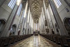 In der Martinskirche zu Landshut (memories-in-motion) Tags: landshut kirche martin martinskirche advent hdr innen architektur light shadow dof 12mm canon 5dmarkiii ef1124mmf4lusm