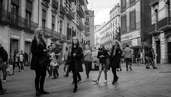Non four blondes (dACE :)) Tags: 28mm bn bw barcelona calles carrers dones f4 fotodiox gent gente gotic minoltamd mujeres people street women blondes