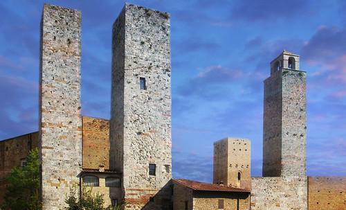 "Torres legendarias / Faros, minaretes, campanarios, rascacielos • <a style=""font-size:0.8em;"" href=""http://www.flickr.com/photos/30735181@N00/32493403986/"" target=""_blank"">View on Flickr</a>"