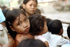 26-279 (ndpa / s. lundeen, archivist) Tags: girls people bali color film girl face kids 35mm children indonesia child faces 26 nick group southpacific local 1970s 1972 indonesian balinese dewolf oceania pacificislands nickdewolf photographbynickdewolf reel26