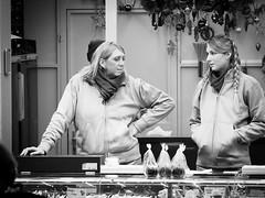 Warten auf Kundschaft (-BigM-) Tags: deutschland germany stuttgart baden württemberg neckar weihnacht markt christmas market down town