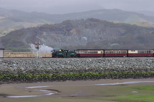 RD13239.  EARL OF MERIONETH arriving at Porthmadog Harbour Station.
